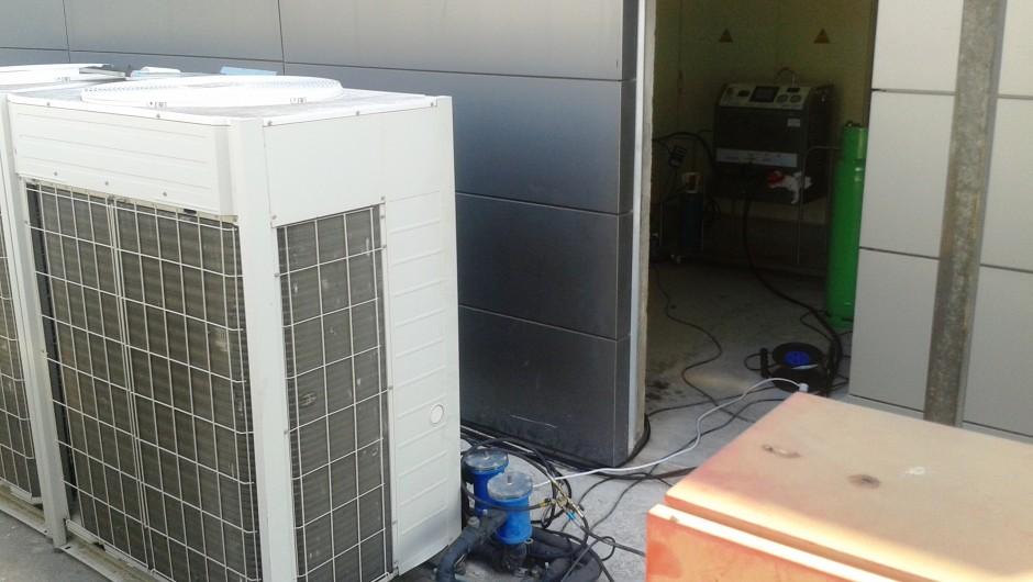 Flushing a Daikin VRV system in Esplugues de Llobregat, Barcelona