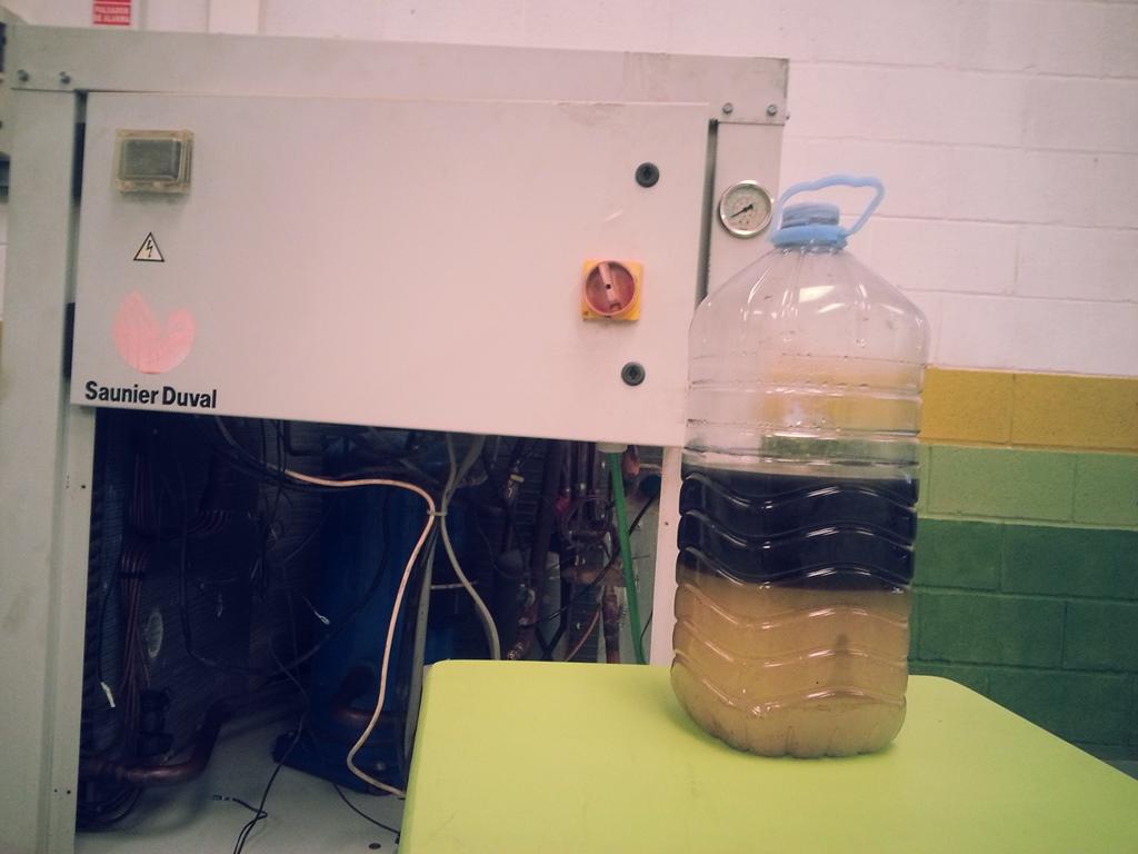 Limpieza de circuitos inundados de agua